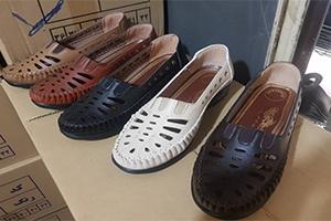 تولیدی کفش طبی زنانه داروخانه ای ارزان قیمت